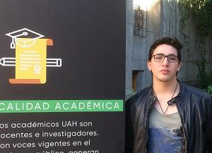 Vicente Pozo, vino a la feria a conocer más sobre Pedagogía en Historia en la UAH.