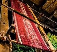 Exposición de artesanía en telar de la Asociación Indígena Relmu Witral